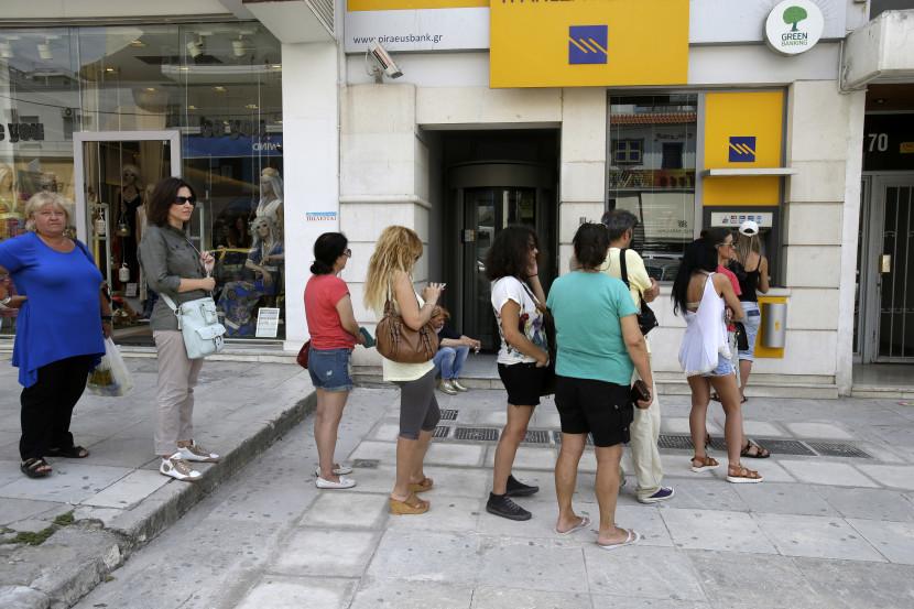 Grécko otvorí pobočky bánk pre dôchodcov