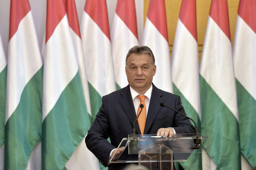 Maďarsko si musí vybrať medzi suverenitou a eurom, tvrdí Orbán