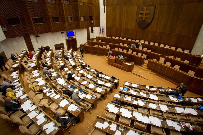 Do štátnej volebnej komisie už navrhli všetkých nominantov