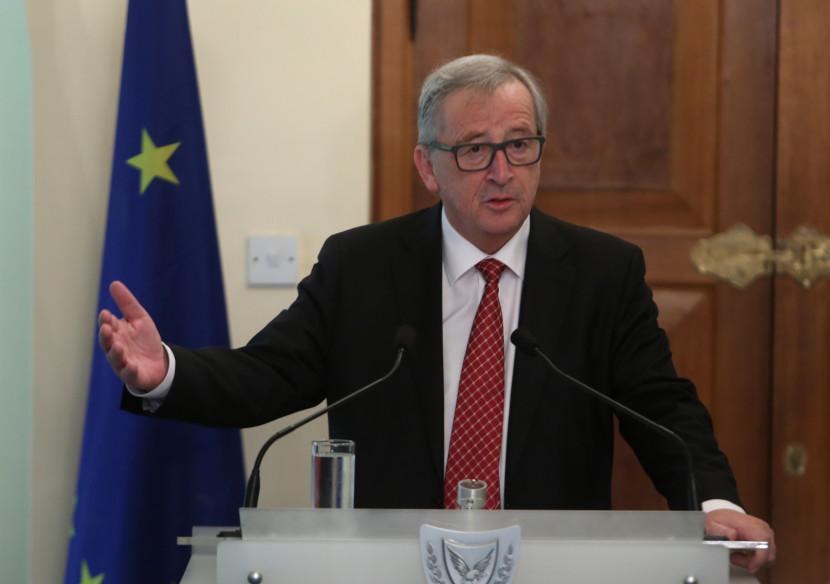 Nemilé správy o brexite. Juncker s týmto nie je spokojný