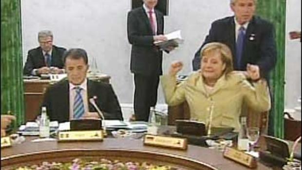 George W. Bush takto vymasíroval Angelu Merkelovú