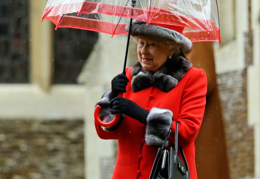 Britská kráľovná vyznamená Idrisa Elbu či Damona Albarna