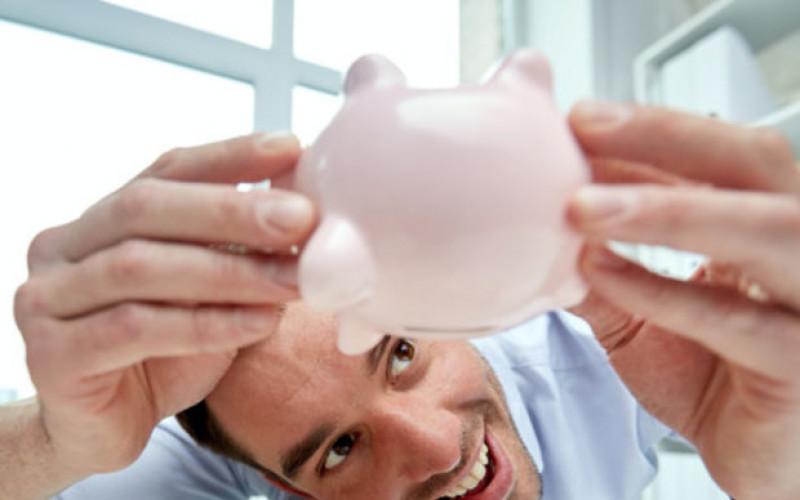 Finančné hospodárenie slovenských rodín: V priemere dokážeme mesačne ušetriť 18  % z príjmov