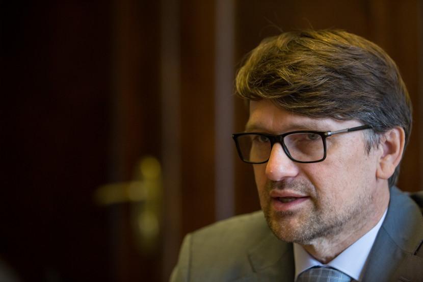 Podľa Maďariča vláda znížila nezamestnanosť, Matovič to popiera