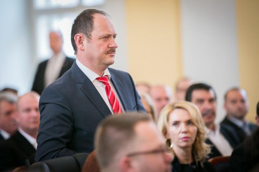 Ministri SNS vždy pre Maďarov vytvorili problém, tvrdí Simon