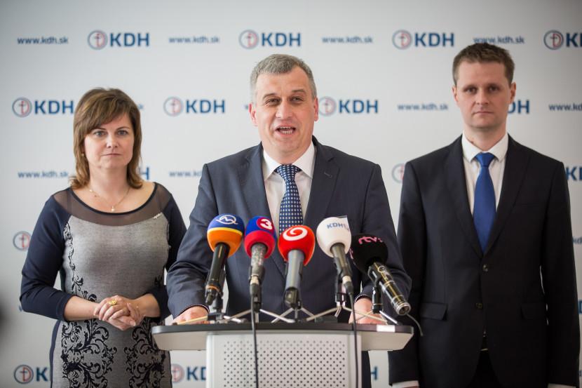 Jedovatý odkaz KDH Ficovi: Chlap by priznal porážku