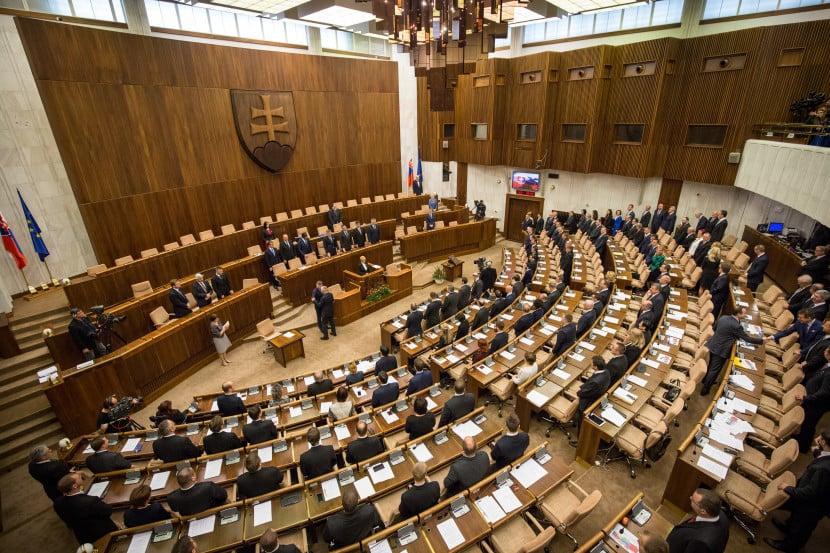 Nový prieskum preferencií Slovákov, kto by sa dostal do parlamentu?
