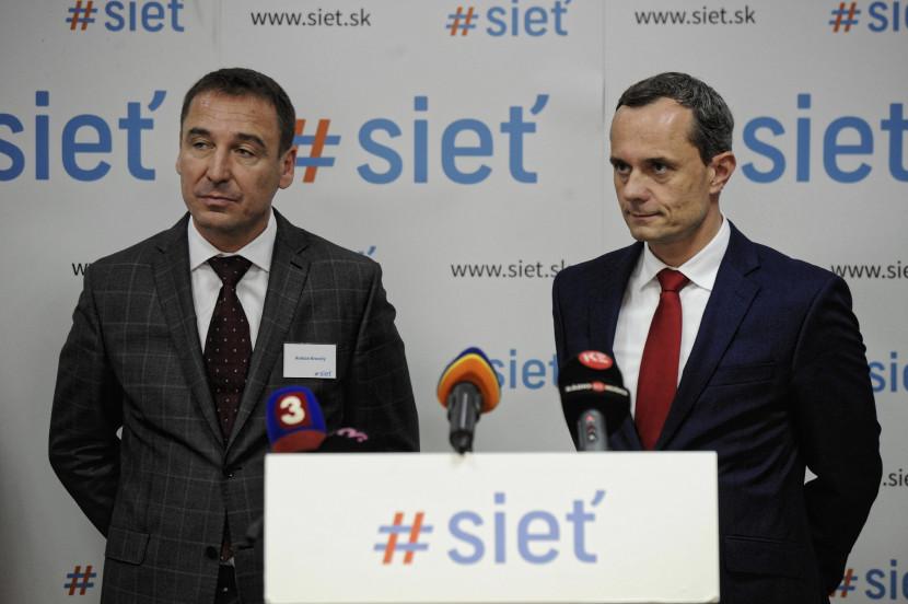 Rada regiónov strany SIEŤ vyslovila uznanie Procházkovi