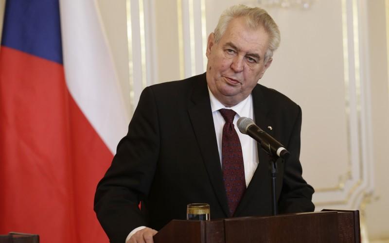 Začali sa voľby českého prezidenta, porazí Drahoš Zemana?