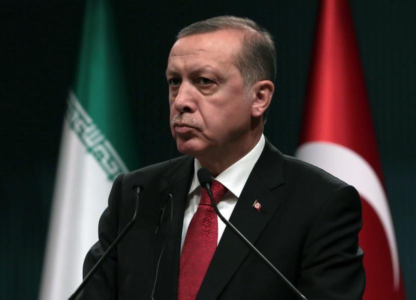 Nový dekrét v Turecku: O prácu príde niekoľko úradníkov a novinárov