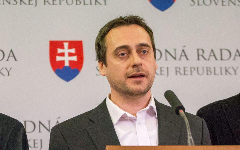 Slovenská pošta a ministerstvo sa dopúšťajú cenzúry, tvrdí opozícia
