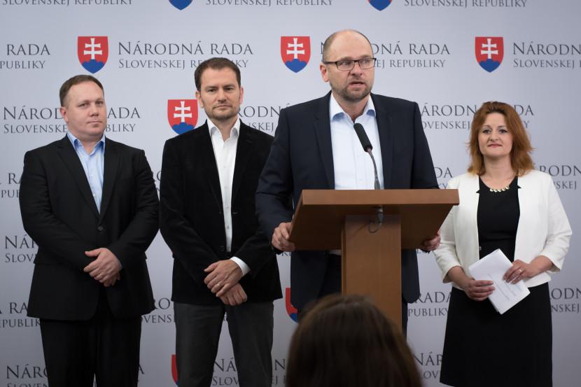 V krajských voľbách chystá opozícia veľkú koalíciu
