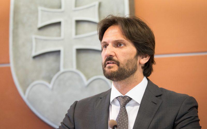Opozícia sa dnes pokúsi odvolať ministra vnútra Roberta Kaliňáka