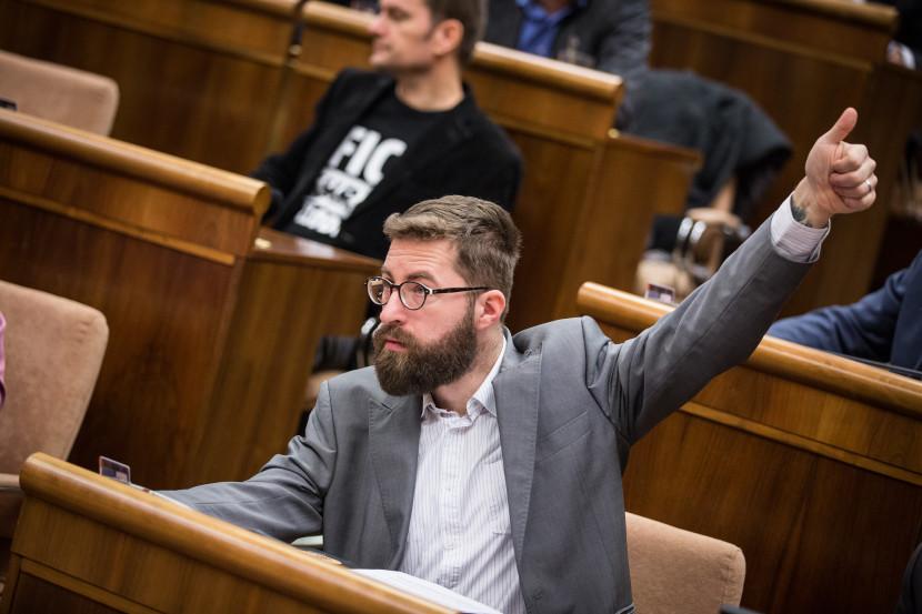 Poliačik zažil deň ako z komédie: Smola, šťastie a nakoniec bonus