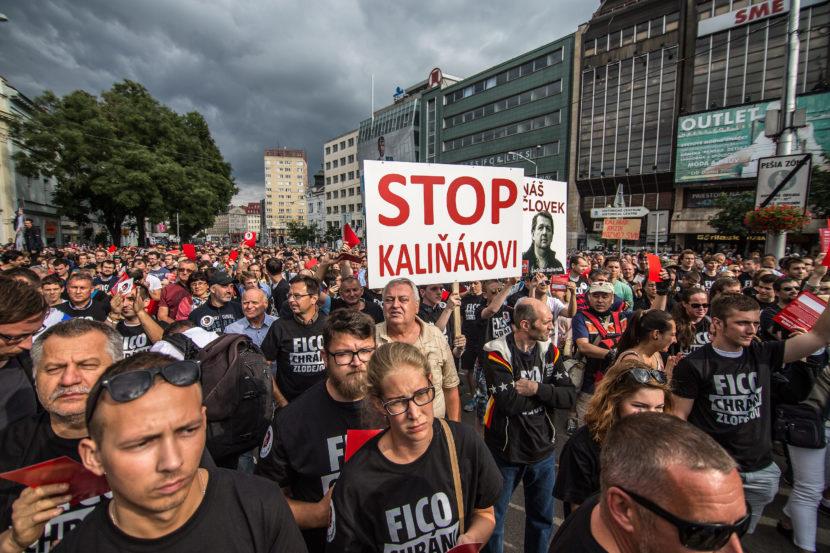 FOTO ďalšieho veľkého protestu: Dosť bolo Fica, skandovali ľudia