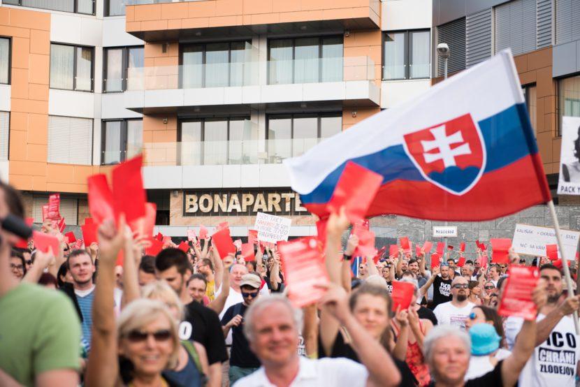 FOTO Demonštranti po šiestykrát žiadali odchod Kaliňáka