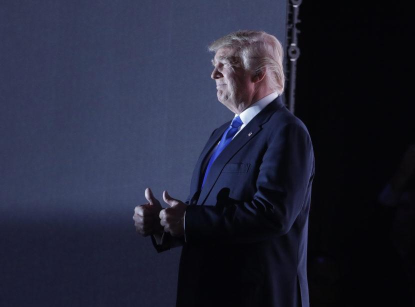 Trump prežíval chvíle strachu, zachraňovať ho museli požiarnici