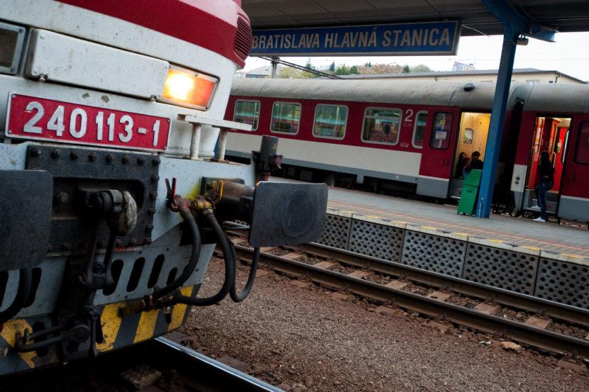 Výzva Brecelymu: Máme právo vedieť, koľko nás stáli vlaky zadarmo
