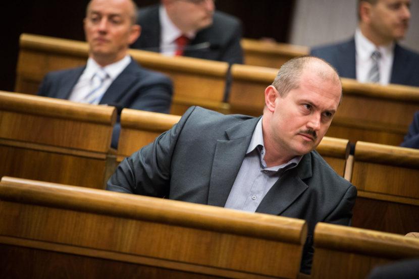Prieskum, ktorý Kotlebu nepoteší: Za zákaz ĽSNS je 68,5 percenta Slovákov