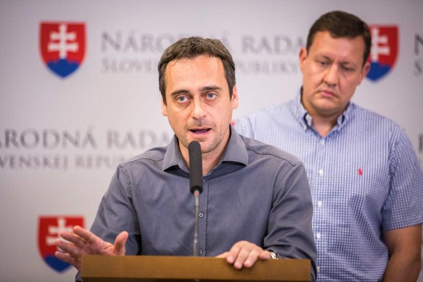Zotrvanie Fica v byte Bašternáka nemá morálne opodstatnenie, tvrdí SaS