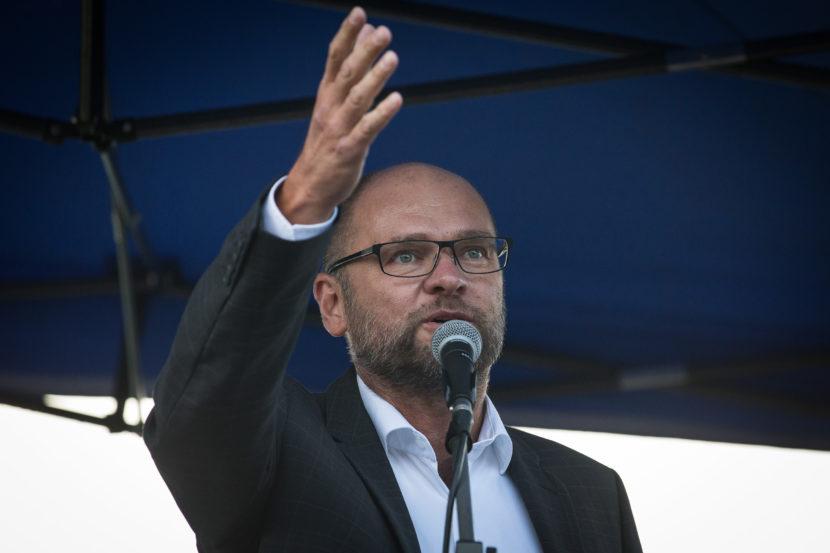 Týmto krokom chce SNS zlikvidovať demokratickú opozíciu, tvrdí SaS