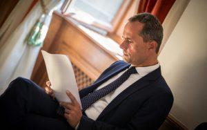 Procházka požiadal vládu o stiahnutie svojej kandidatúry na eurosudcu