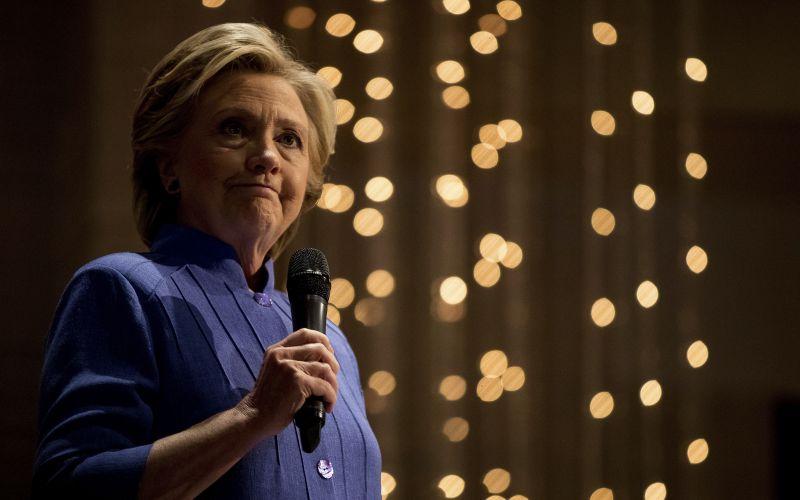 Demokrati nahnevaní na FBI. Dôvodom nové skúmanie Clintonovej e-mailov