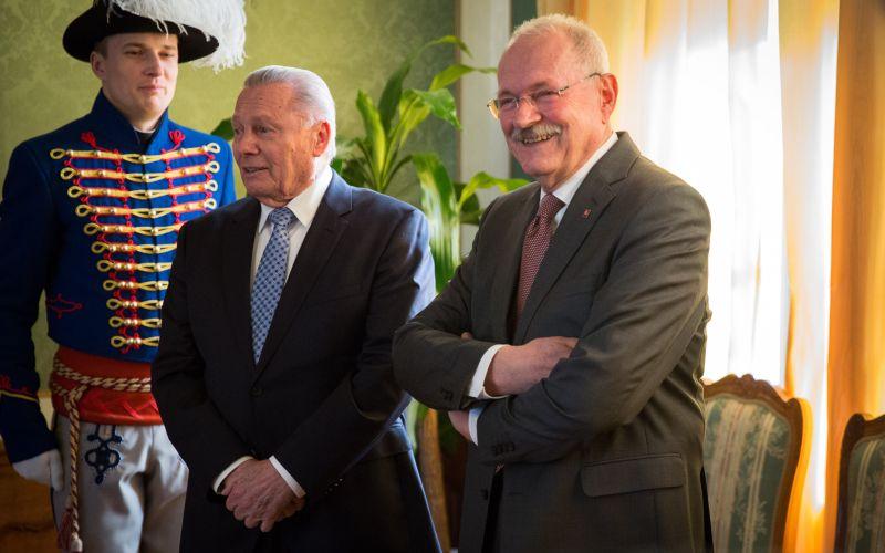 Veľké stretnutie prvýkrát bez Kováča: FOTO Gašparovič pochudnutý, ale v dobrej nálade