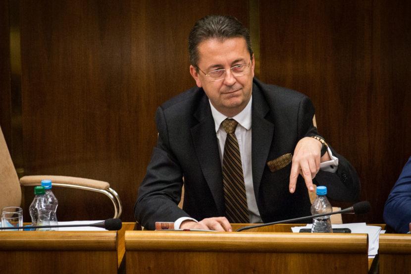 Opozícia prehrala bitku: Voľby do VÚC budú jednokolové
