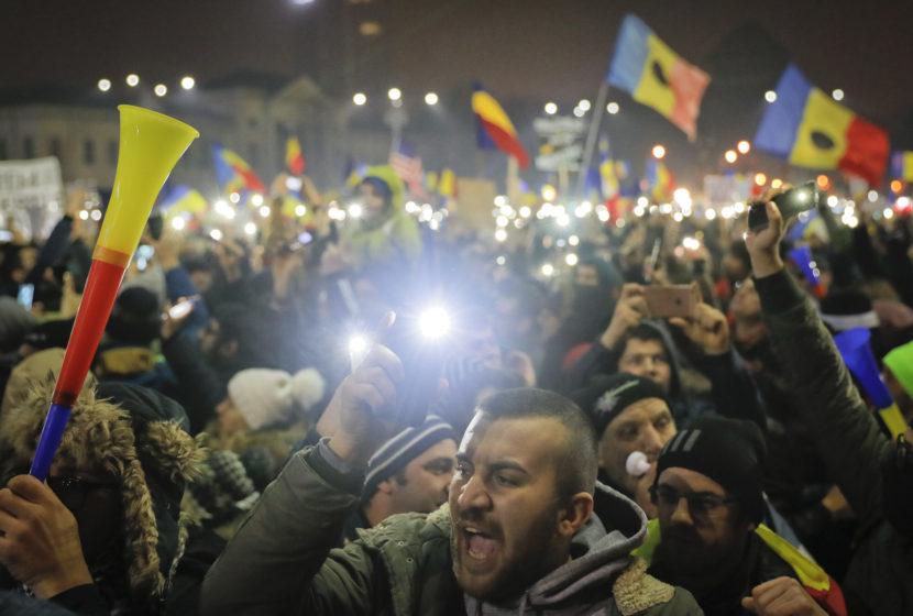 Protesty v Rumunsku pokračujú: Ľudia odmietajú kontroverzný zákon