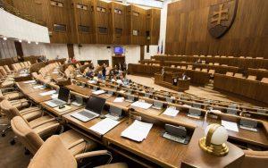 Nový prieskum ukazuje prepady: Slováci by Bugára a Kollára nepotešili