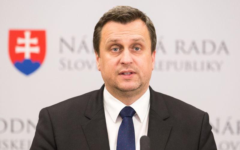 SNS chce presadiť svoje nápady: Ak nie, hrozí koniec vlády