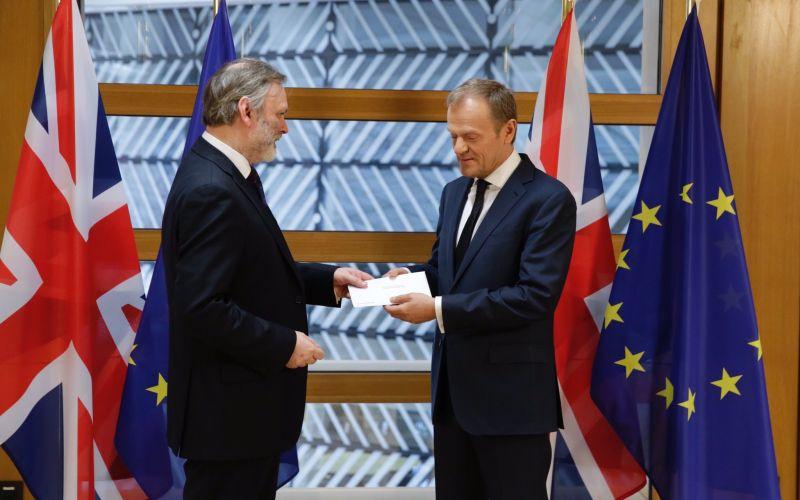 Je to oficiálne. Spojené kráľovstvo oznámilo spustenie odchodu z EÚ