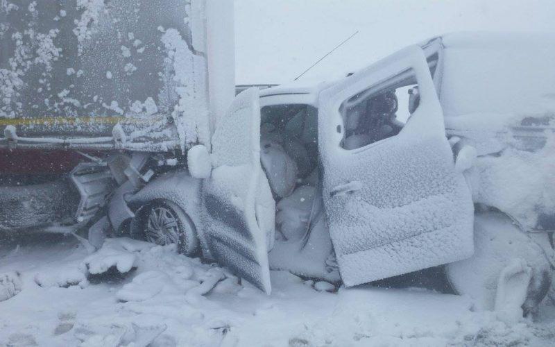 Veľká nehoda! Za Popradom sa zrazili desiatky áut, hlásia ťažko zranených