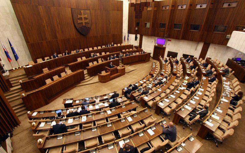 Poslanci prelomili veto prezidenta na vyvlastňovanie pozemkov pod diaľnice