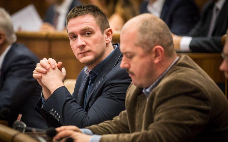 Padajú ako hrušky: ĽSNS mizne z Facebooku, zrušili aj Kotlebu