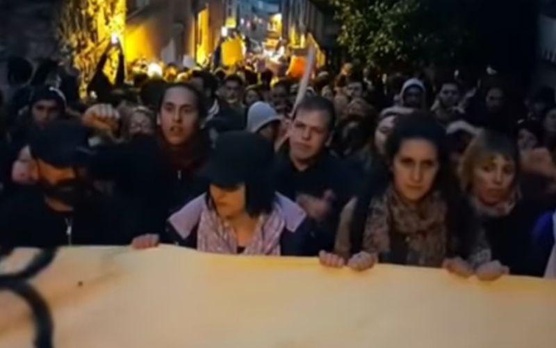 Výsledok referenda sa im nepáči: Ľudia vyrazili to tureckých ulíc