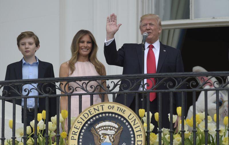 Trump láka menej ako Obama. Vajíčka s ním kotúľalo menej ľudí