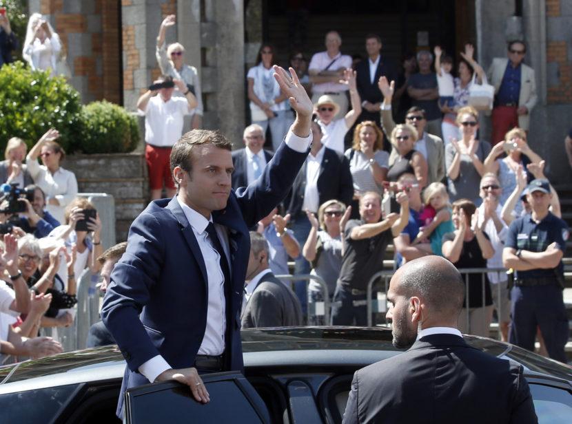 Vo Francúzsku sa rozhodne o väčšine centristov, v hre je až 450 kresiel
