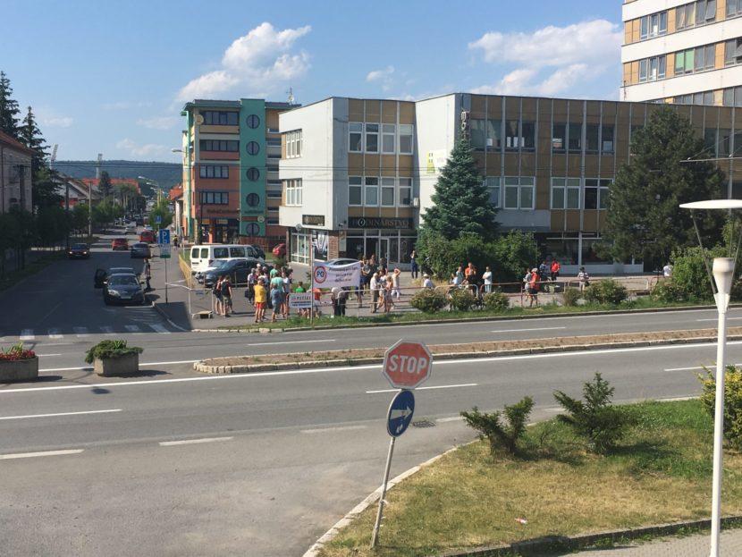 V Prešove opäť protestovali: Desiatky ľudí zablokovali dopravu v centre mesta