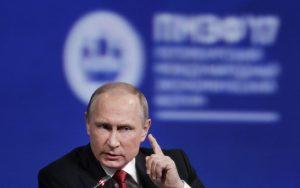Putin v detskom tábore hovoril o novinároch