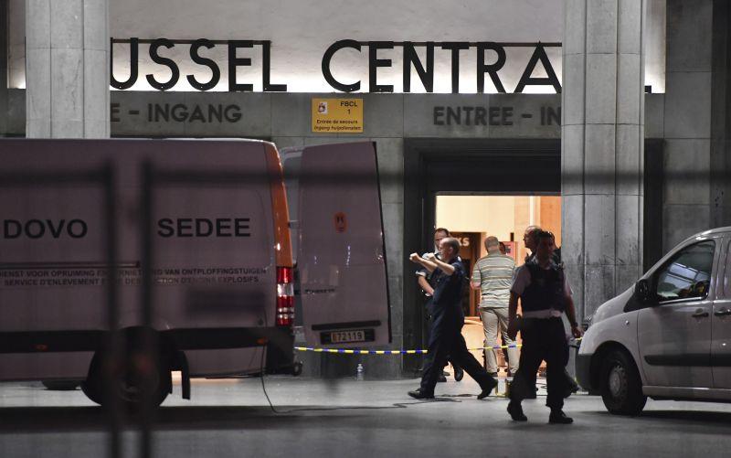 V Bruseli zmarili teroristický útok. Muž sa chcel odpáliť na stanici