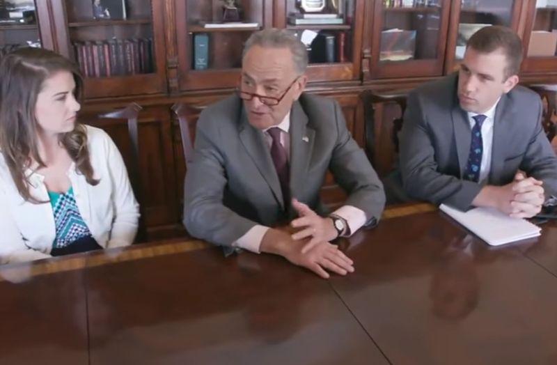 VIDEO Trump sa chválil na schôdzi kabinetu, takto mu to vrátili demokrati
