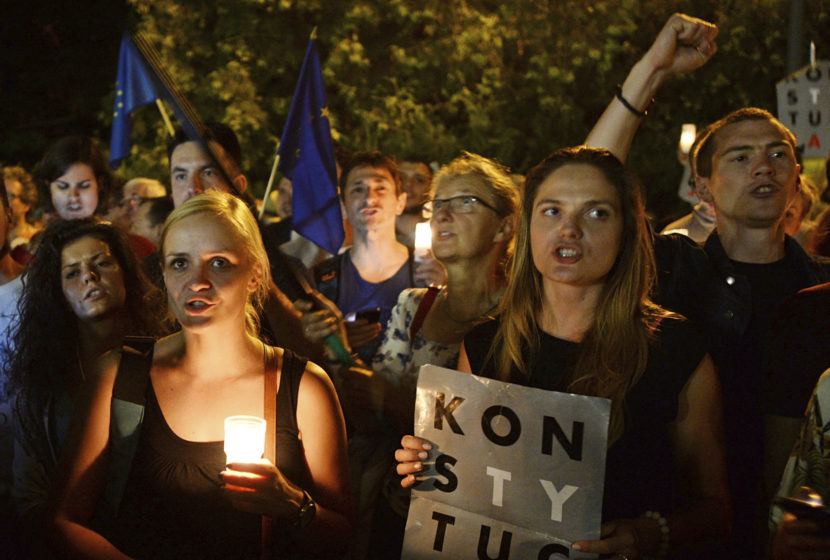 Kontroverzná reforma prešla v Poľsku aj Senátom, čaká na podpis prezidenta