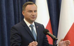 Poľský prezident sa postavil na stranu ľudu. Bude vetovať sporné návrhy