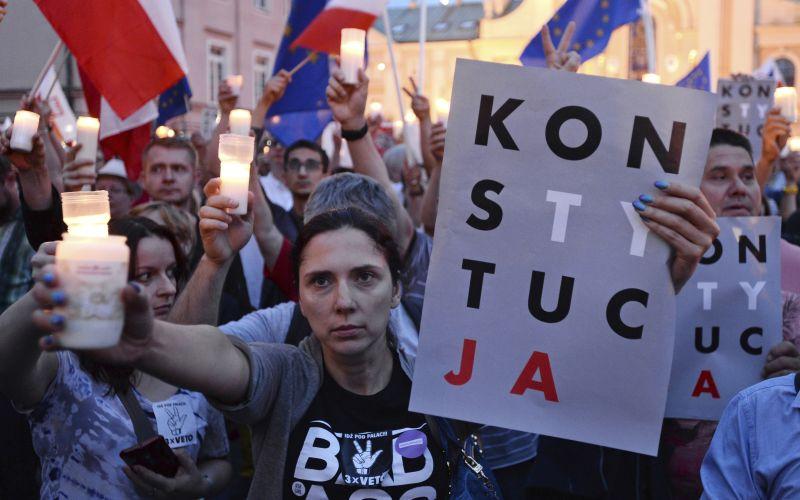 VIDEO Poliaci v uliciach: Takto protestujú za nezávislosť súdnictva