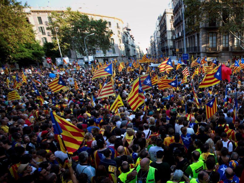 Katalánski starostovia sa stretli v Barcelone, trvajú na konaní referenda