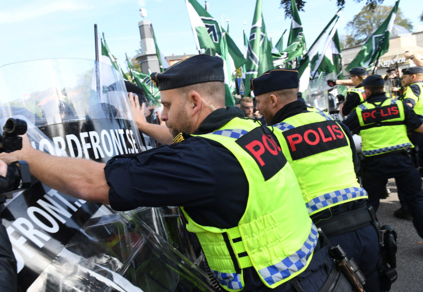 Pochod švédskych neonacistov si vyžiadal niekoľko zranených