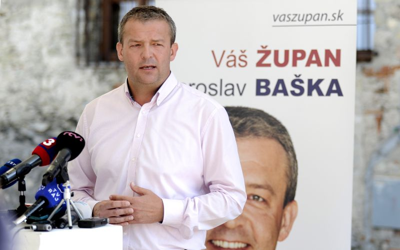 V Trenčianskom kraji prieskum favorizuje súčasného župana Bašku