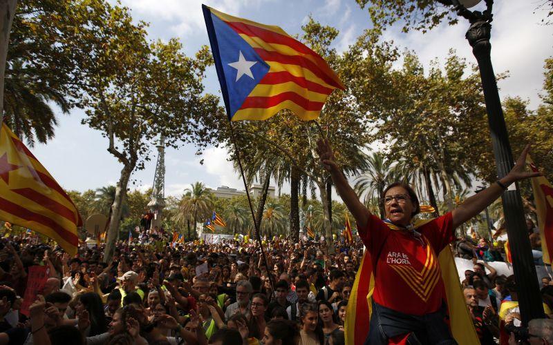 Kritická situácia v Barcelone. Tisícky ľudí v uliciach, toto je dôvod